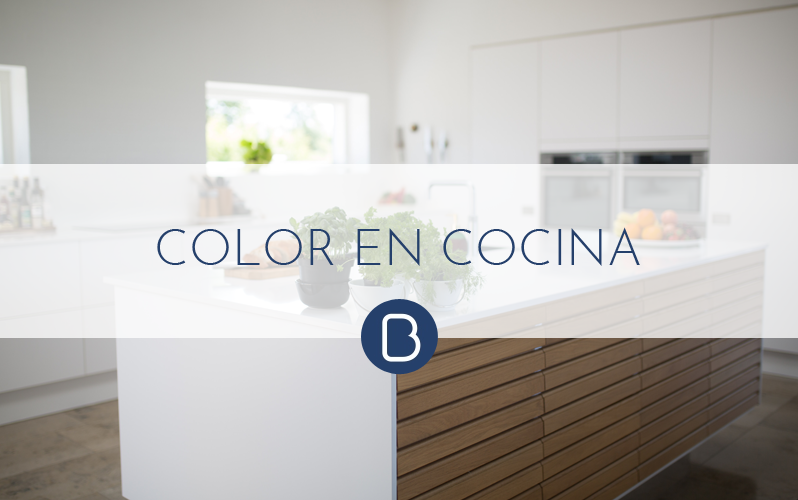 En verano… Añade un toque de color a tu cocina